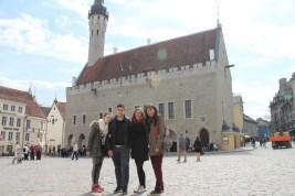 Devant l'Hôtel de ville, Tallinn