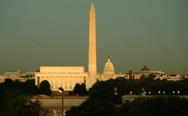 13 символов Иллюминатов и их значения. Washington-Memorial-obelisk