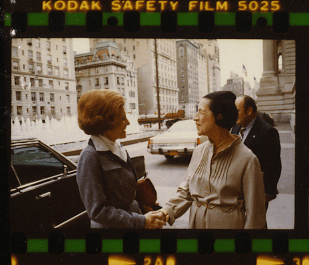 Diana Vreeland (on the right) outside the Metropolitan Museum of Art in New York. Via Wikimedia Commons