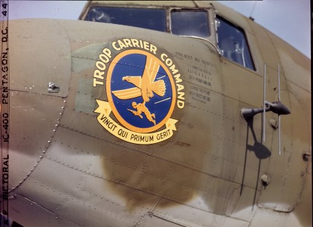 342-C-K3742 NAID: 148728160 Original Caption: Operation Firefly - Insignia of Troop Carrier Command. The function of the Troop Carrier Command is tactical. It is responsible for transporting paratroopers of the 555th Parachute Infantry Battalion to areas where forest fires are raging.