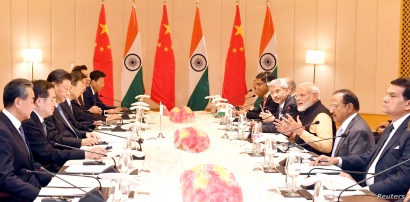 India's Prime Minister Narendra Modi (3rd R) and China's President Xi Jinping (3rd L) lead talks in Mamallapuram, on the outskirts of Chennai, India, Oct. 12, 2019.
