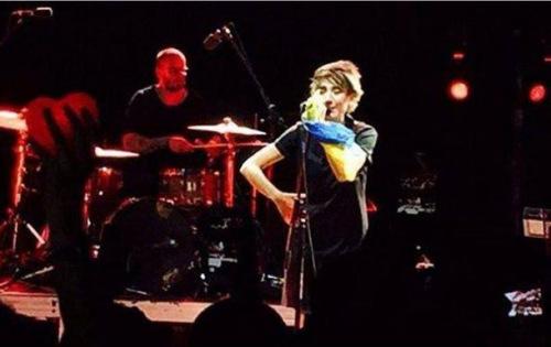 Земфіра виступила на концерті у Тбілісі, розмахуючи прапором України