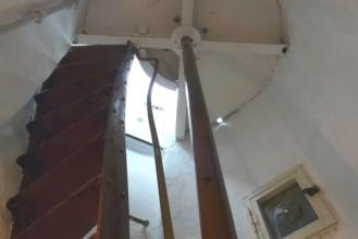 Faro del Montorsoli. Scale in ghisa che conducono all'apparato ottico (Photo credit: Grace Macrì)