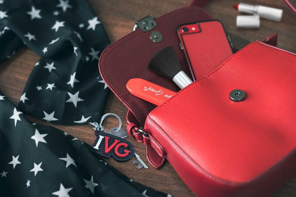 red bag and IVG Bar Disposable Pod Device