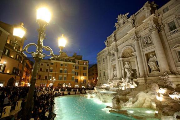 Inaugurazione della Fontana di Trevi al termine del restauro