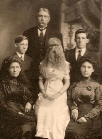 Strange family 4