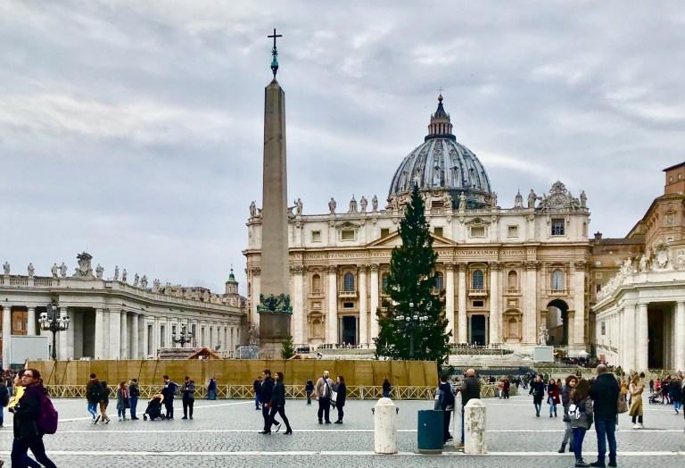 Allestimento del Natale in Piazza San Pietro