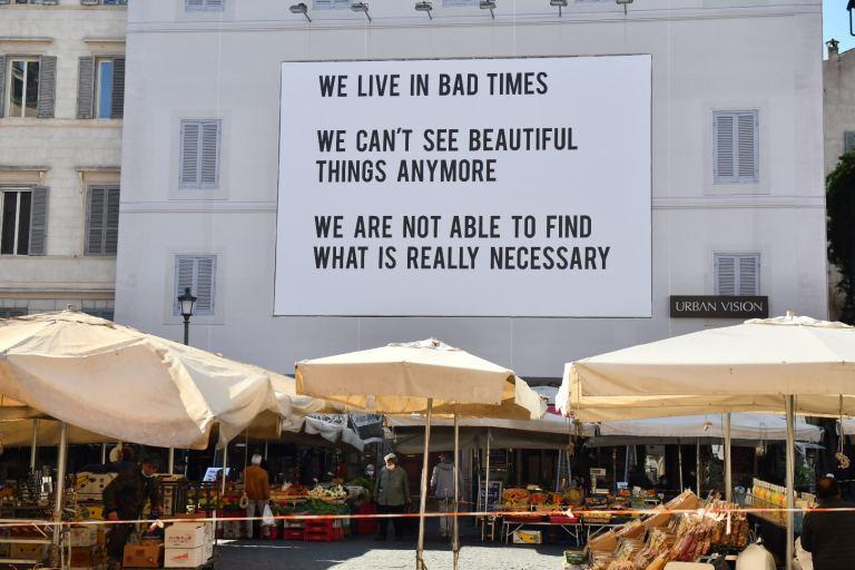 We live in bad times, Affissione urban a Campo de Fiori
