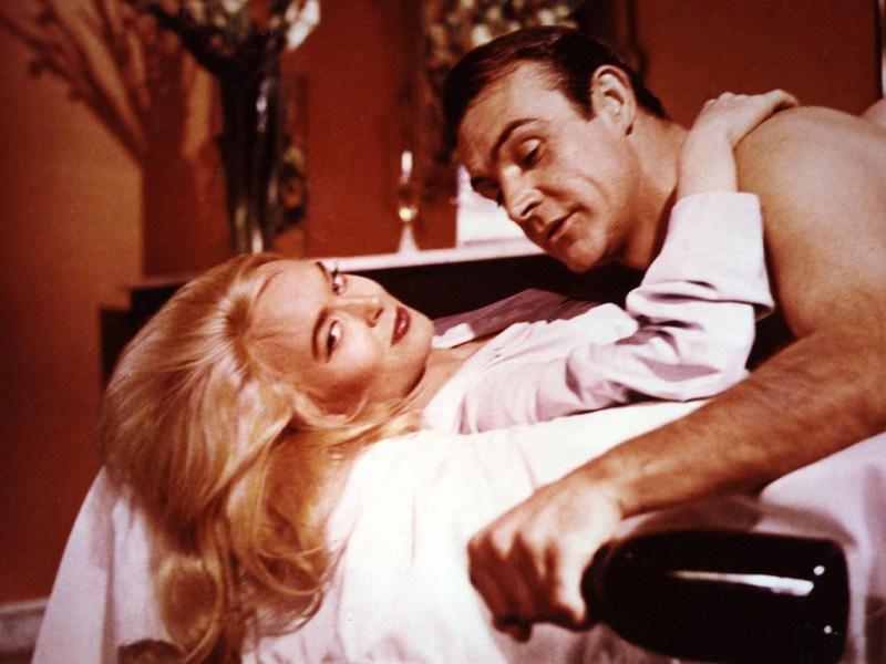 """Il film del 1964: """"Missione Goldfinger"""", il film che fece esplodere la James Bond mania"""