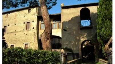 Borgo di Isola Farnese