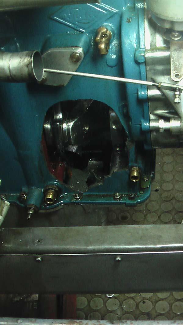 Loch in der Motorwand