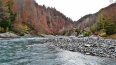 Cenário do Senhor dos Anéis. Fizemos um passeio de lancha nesse rio azuuuuuul!
