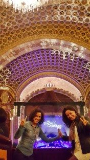 Com a Thaís, aguardando um tributo a Simon e Garfunkel no lindo State Theatre em Sydney.