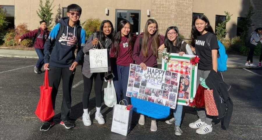 From left to right: Sophomores Alex Ye, Reya Yeddula, Belinda Ho, Kelly Nguyen, Tiffanie Tran and Kaitlyne Nguyen pose for a photo prior on the last day of semester one of the 2019-2020 school year.