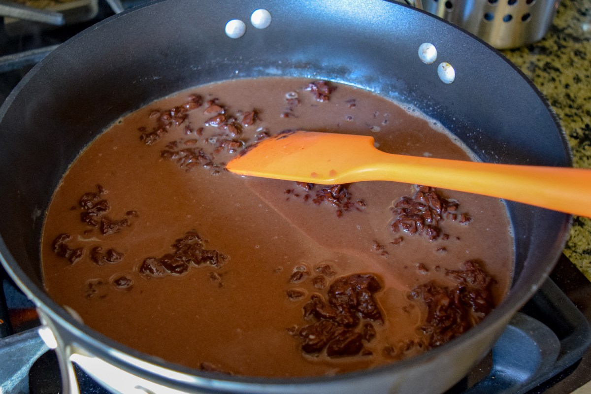 Melting chocolate into the milk in Calphalon sauce pan