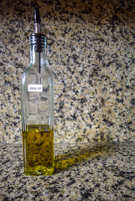 Olive oil for Vegan Marjoram Pea Pesto