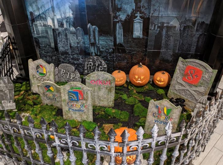 جوجل تحتفل بالهالووين بإنشاء مقبرة لمنتجاتها