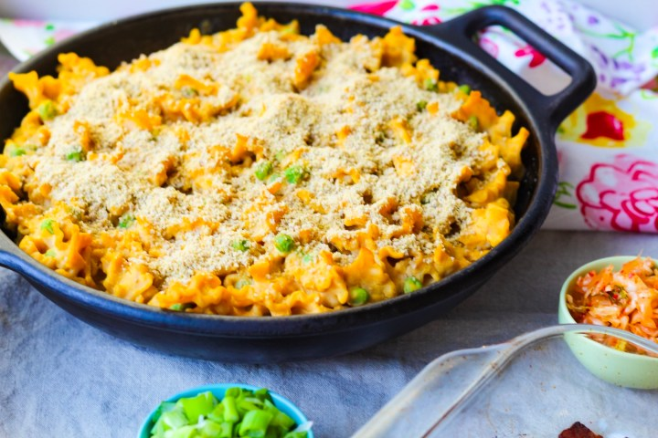 Nut-free vegan mac and cheese in a cast iron skillet | A recipe by UpBeet Kitchen