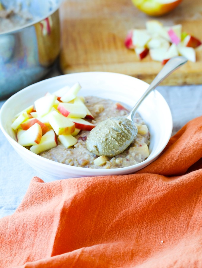 Apple Cinnamon Steel Cut Oatmeal Recipe// Perfect Cozy Vegan Breakfast