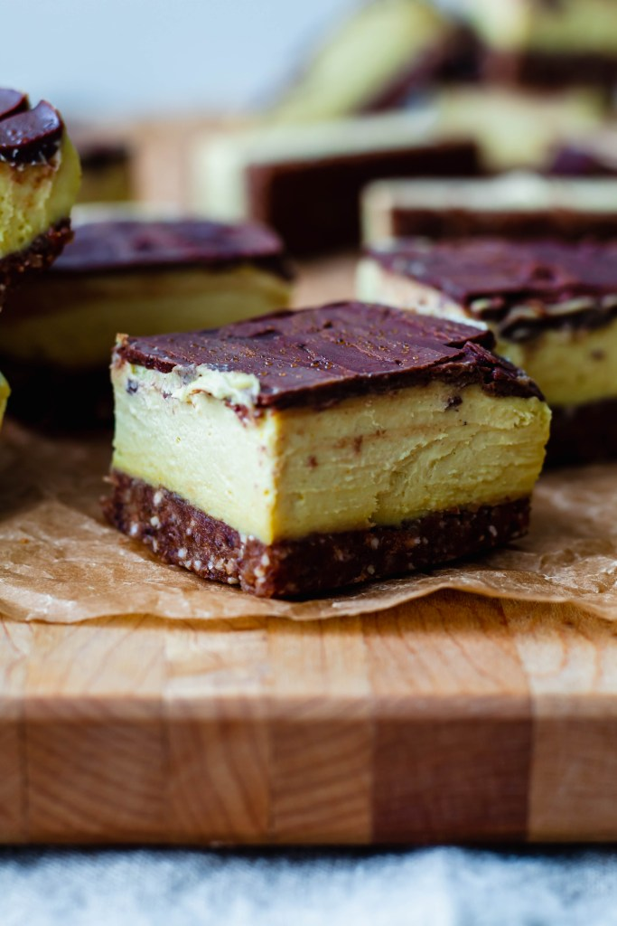 almost raw vegan Nanaimo bars recipe sweetened with maple syrup and dates. Refined sugar free and healthy for the whole family.
