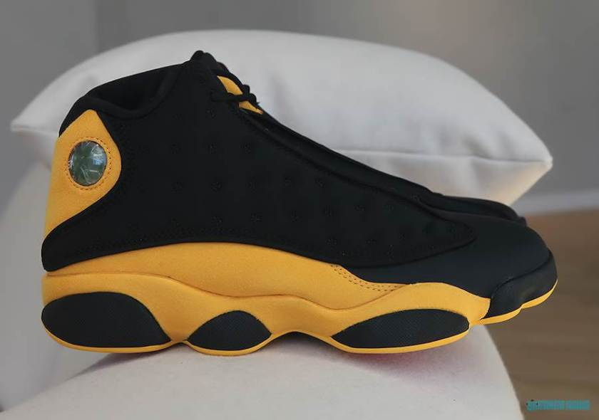 Air Jordan 13 Back to School with an impressive combination of suede and nylon