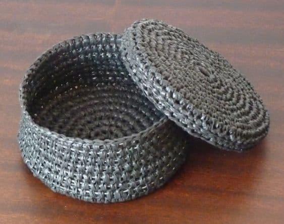 diy plastic bag basket with plarn