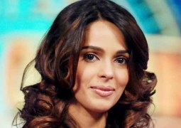 mallika-sherawat-attacked-in-paris