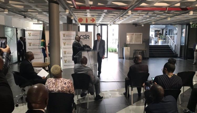 president-ramaphosa-vodacom-ceo-joosub-at-csir-data-centre-800