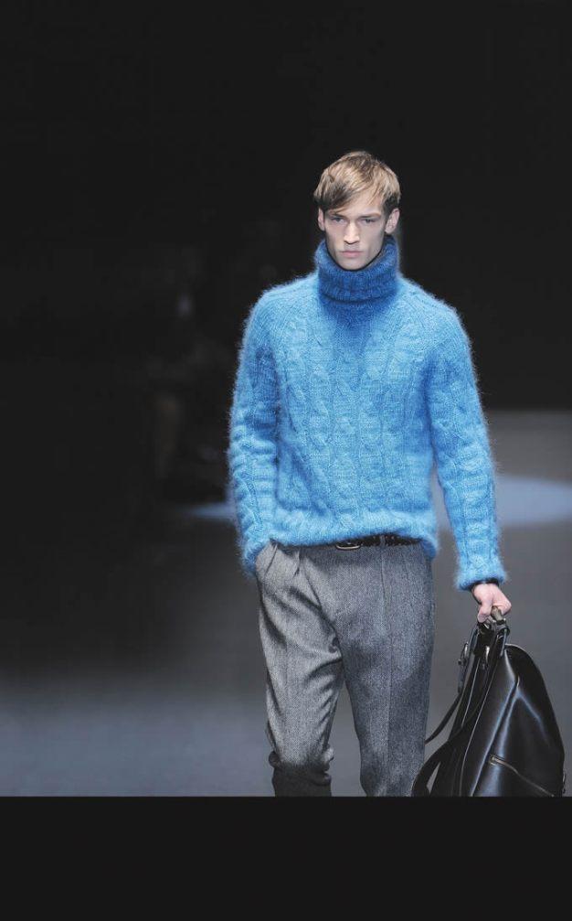 Gucci Frida Giannini, directora creativa de la firma, está esperando su primer hijo y para crear la colección otoño-invierno se inspiró en el color celeste. Además, ha hecho hincapié en prendas clásicas como los jersey de lana y punto, y los abrigos largos de paño, que dan ese toque clásico y serio al look masculino.