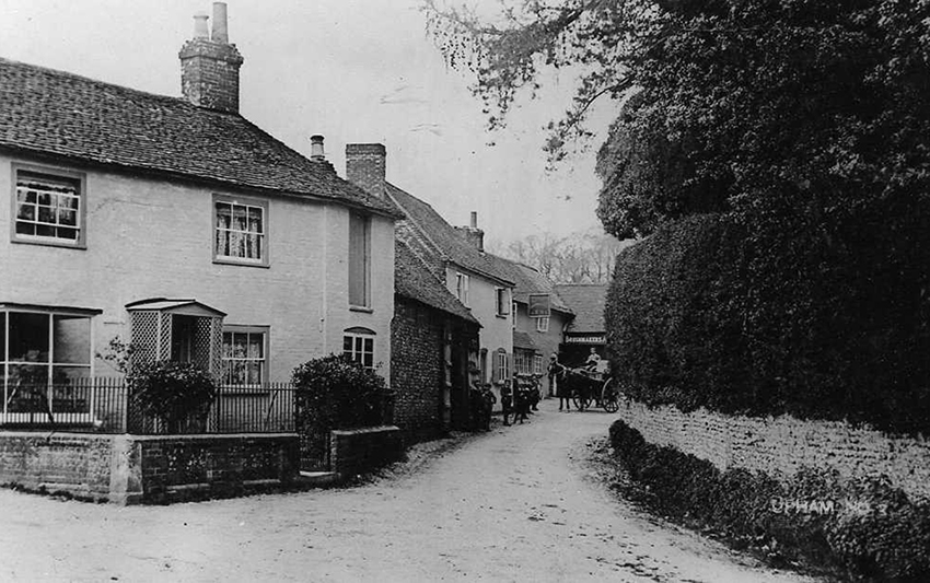 Shoe Lane - The Post Office and The Brushmakers Arms in 1906