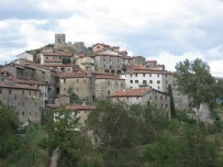 The village and fortress of Trassilico, in Garfagnana - on holiday 2008