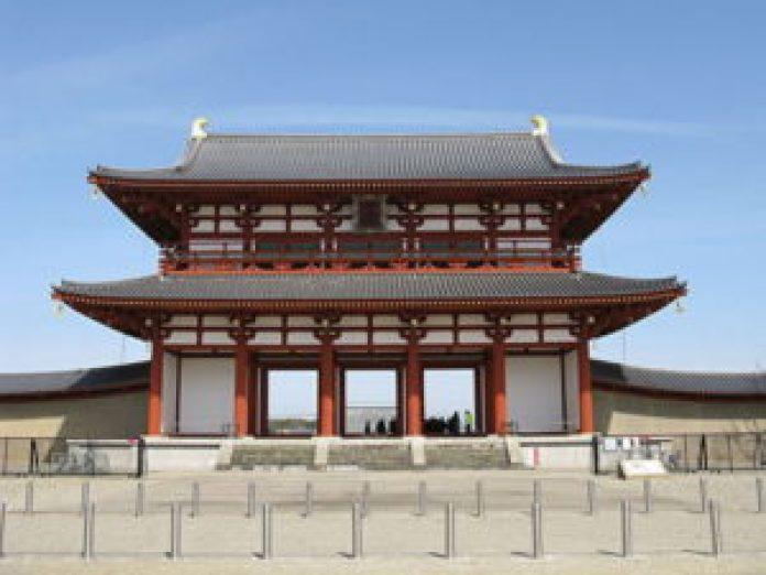 日本奈良时代的都城——平城京的朱雀门(公共领域) 日本奈良时代的都城——平城京的朱雀门。 (公有领域)