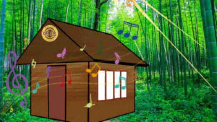 ,一片碧綠的竹林,鳥語花香,清新寧靜。一棟別具一格的木製房屋(明德合成)