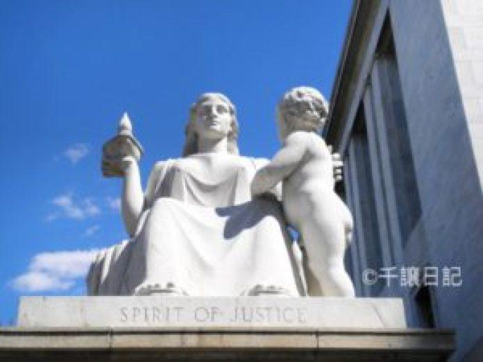 (圖:這是2010年9月10日,我在華盛頓DC國會山莊附近拍攝的石雕)