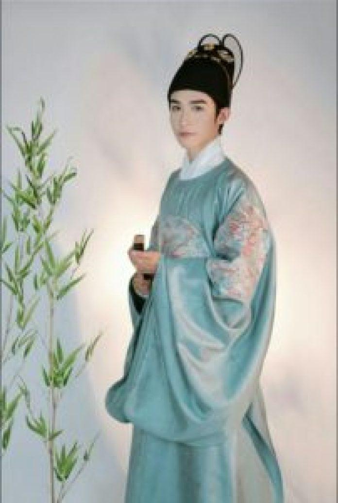 在这个朝代,男子的传统服装被描绘成宽袖和圆领( Mạn Âm Các/ins)