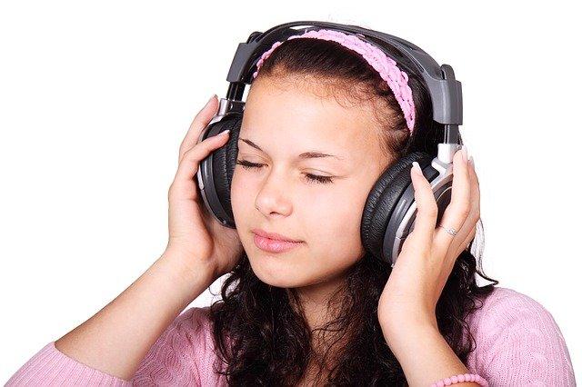 戴一小时耳机,耳朵里的细菌可以增加700倍(pixabay)