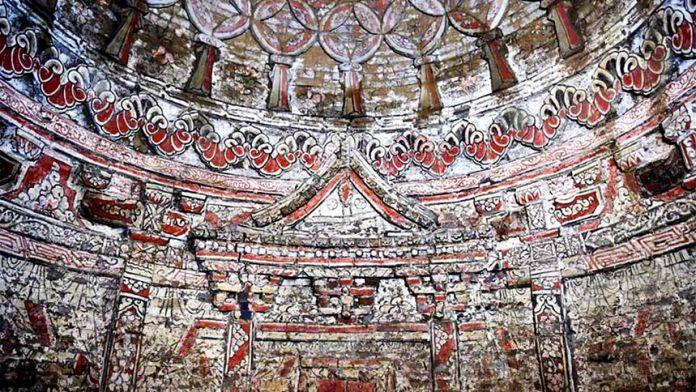 在中国济南发现的一个元代墓葬中的砖雕壁画。资料来源:济南市考古研究所。济南市考古研究所
