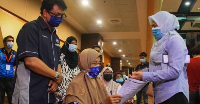 NORAINI Ahmad ketika melawat operasi PPV Mega IPT di USIM, Nilai, Seremban hari ini.