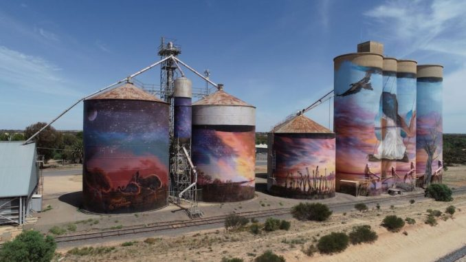 The GrainCorp Silos by Joel Fergie, aka The Zookeeper and Travis Vinson, aka Drapl, Victoria