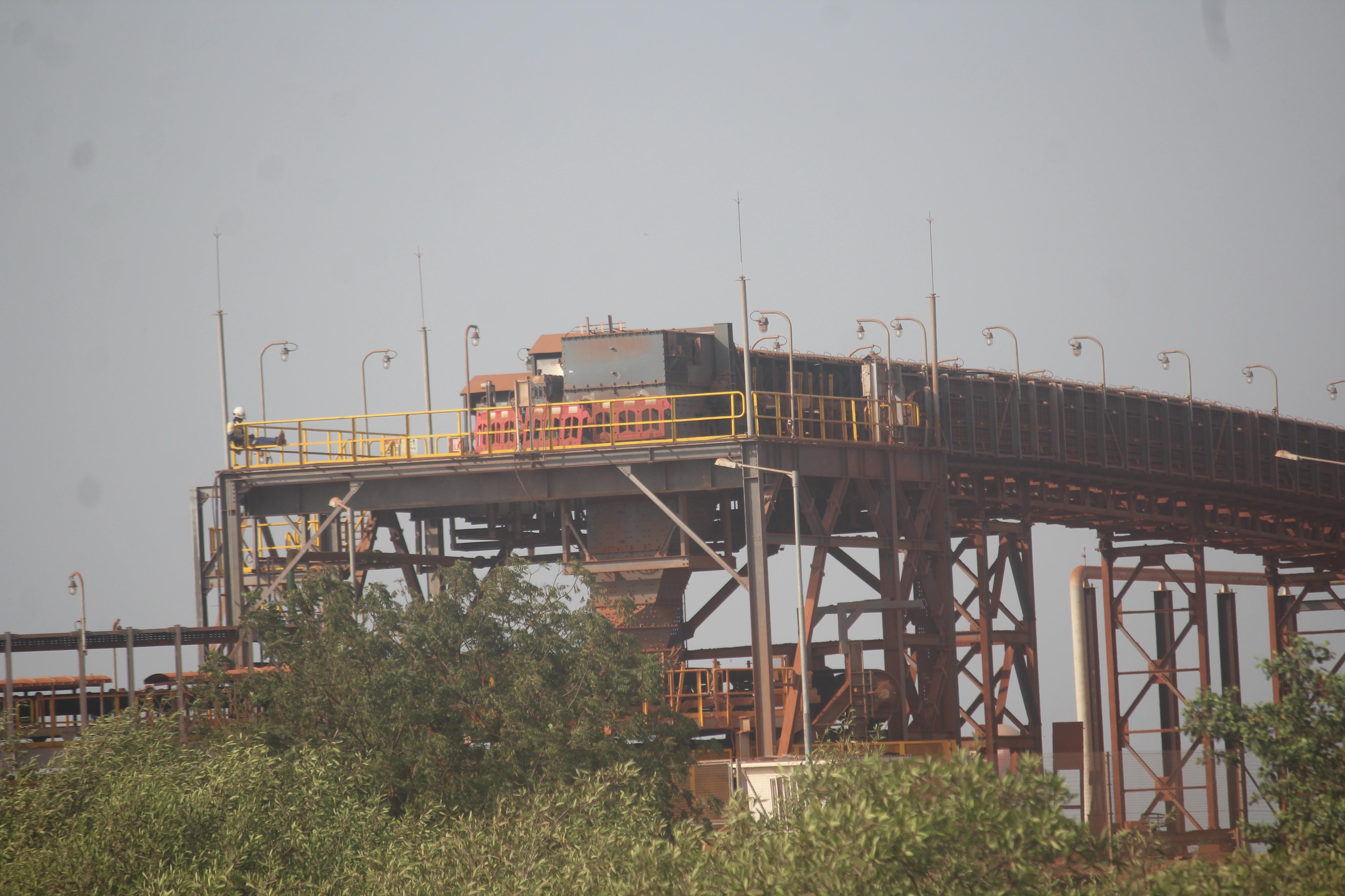 file tapis de transport de bauxite d gac a kamsar0 jpg wikimedia commons