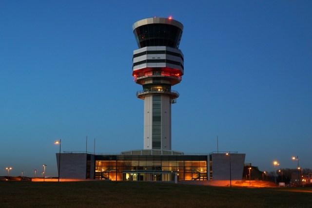 Verkeerstoren Brussels Airport.jpg
