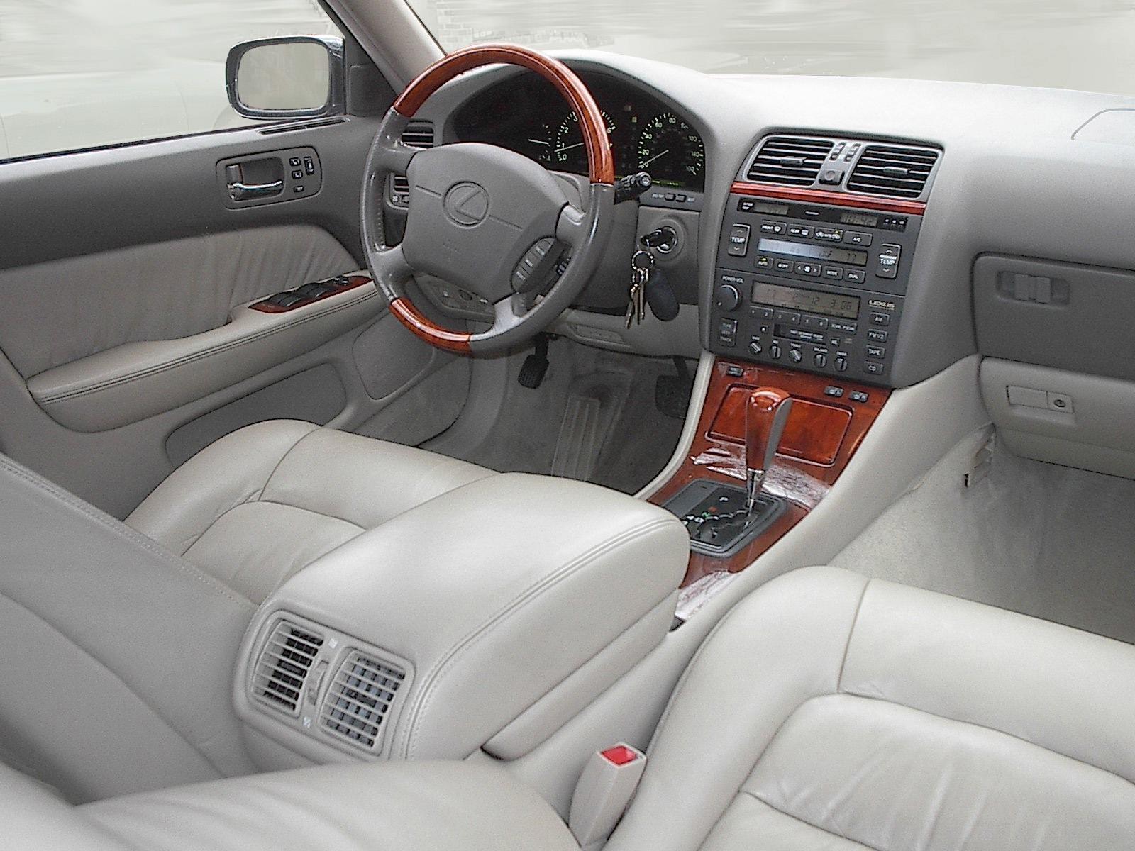 File Lexus LS 400 model UCF20 cabin Wikimedia mons
