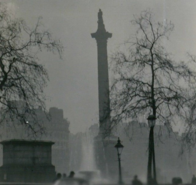 https://i2.wp.com/upload.wikimedia.org/wikipedia/commons/0/02/Nelson%27s_Column_during_the_Great_Smog_of_1952.jpg
