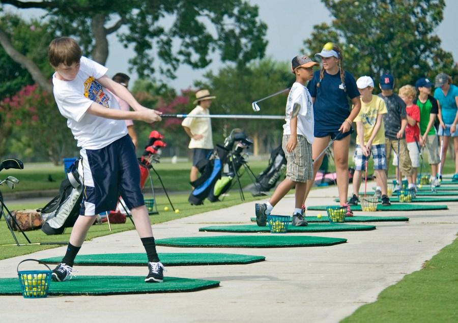 https://i2.wp.com/upload.wikimedia.org/wikipedia/commons/0/05/Annual_Junior_Golf_Clinic_120613-F-ST721-274.jpg?resize=900%2C635&ssl=1