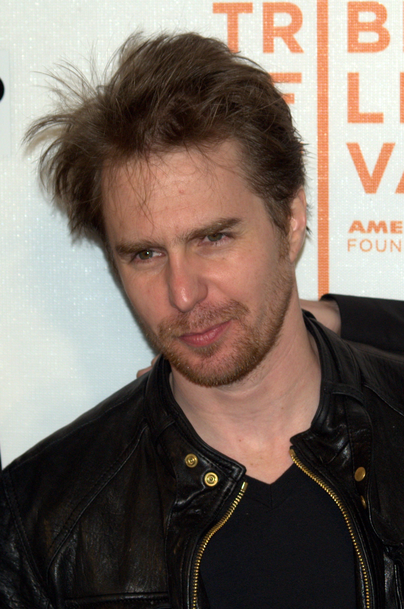 https://i2.wp.com/upload.wikimedia.org/wikipedia/commons/0/06/Sam_Rockwell_at_the_2009_Tribeca_Film_Festival.jpg