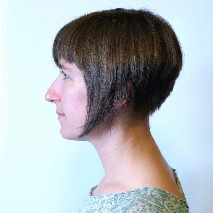 File Inverted bob haircut Wikimedia mons