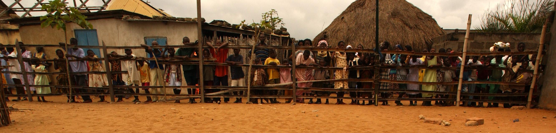 https://i2.wp.com/upload.wikimedia.org/wikipedia/commons/0/09/Ghanians_wait_for_visiting_USN_medics_-b.jpg