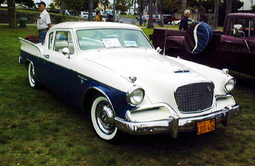 Studebaker Silver Hawk from the 1950s, viewed from the front