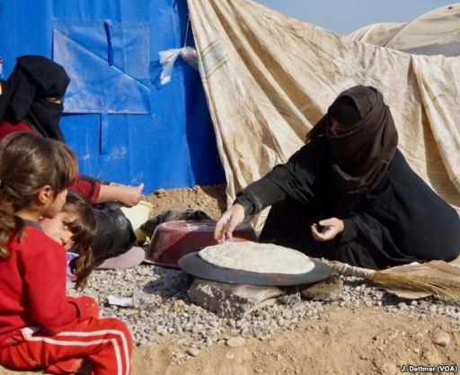 Mosul refugees VOA 03
