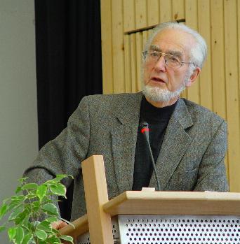 Erhard Eppler bei einer Veranstaltung 2002